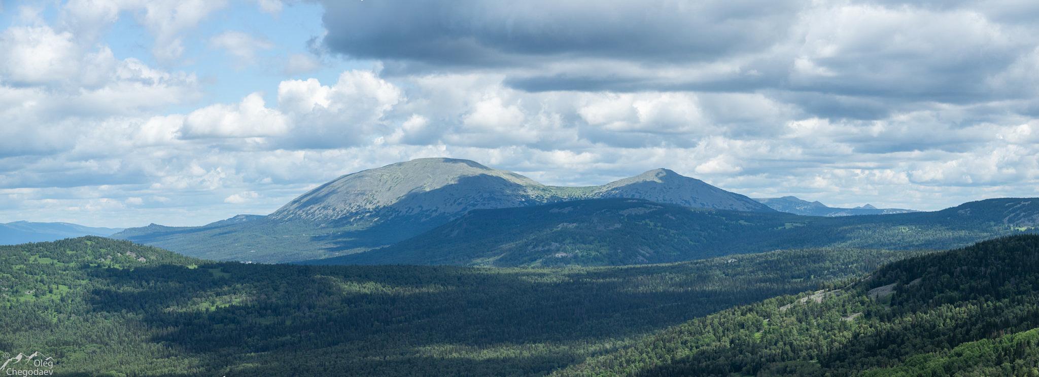 Вид на гору Ямантау с горы Караташ (хр. Юша)