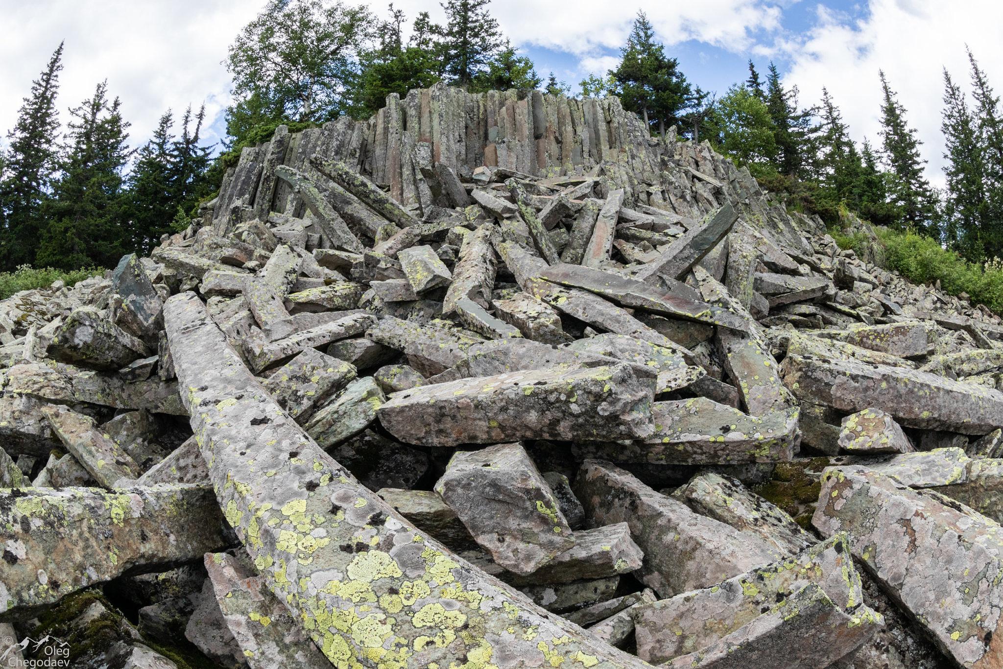 Столбчатая отдельность на вершине горы Суяме