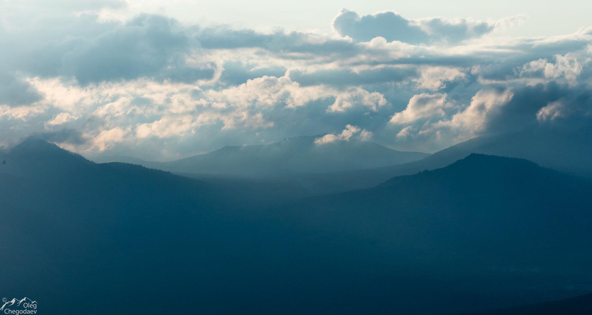 Массив гор Иремель с хр. Бахты на рассвете