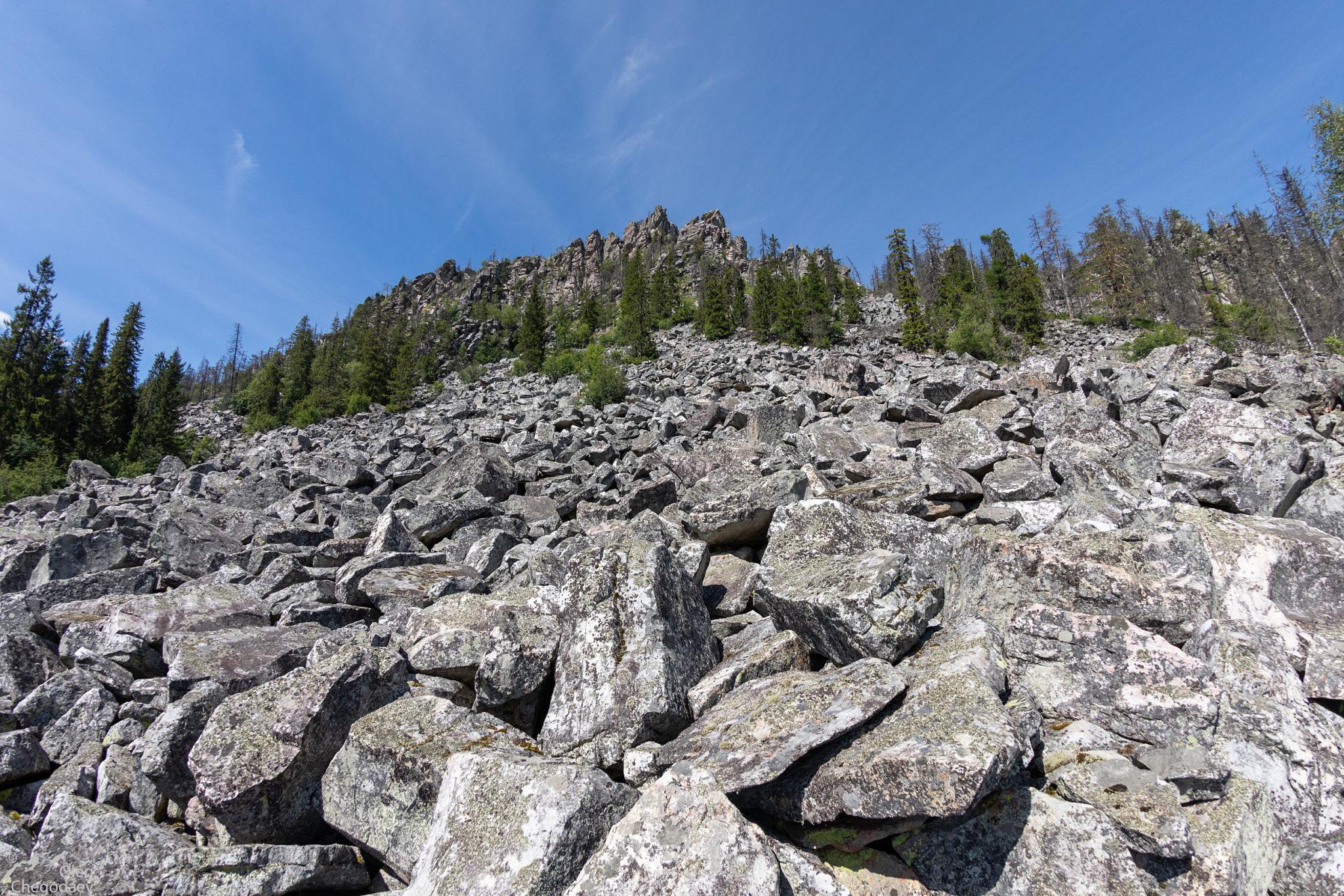 Вершина 1013 на хребте Бахты