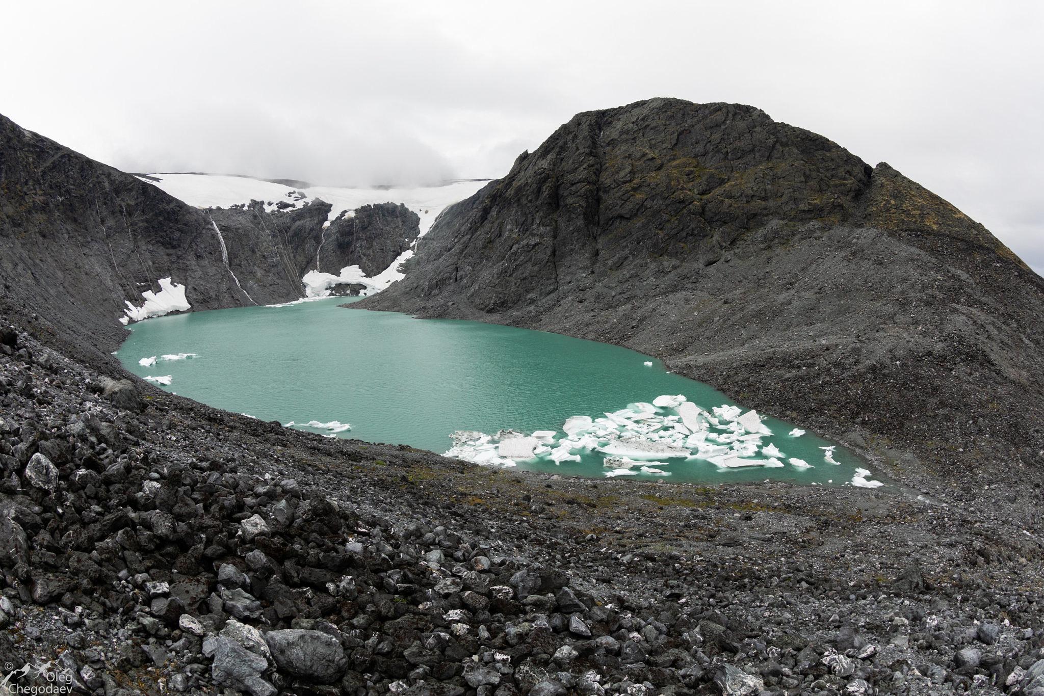 Озеро на месте ледника МГУ