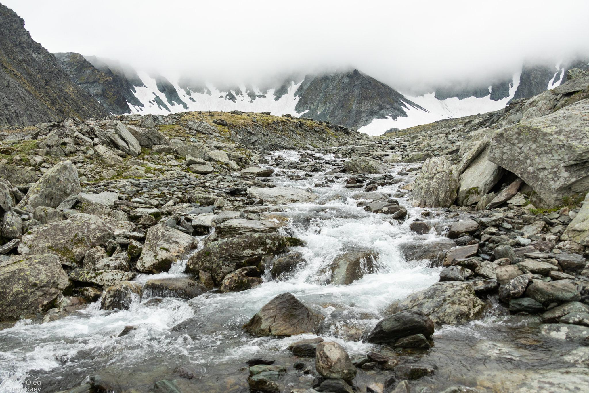 Ручей вытекающий из ледника Кулика