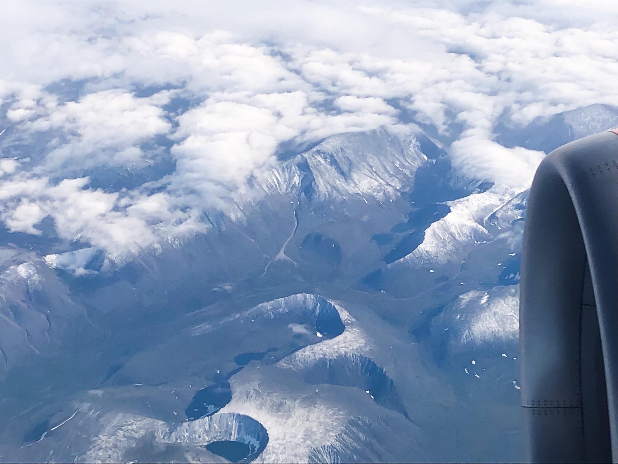 Гора Карпинского с высоты самолете