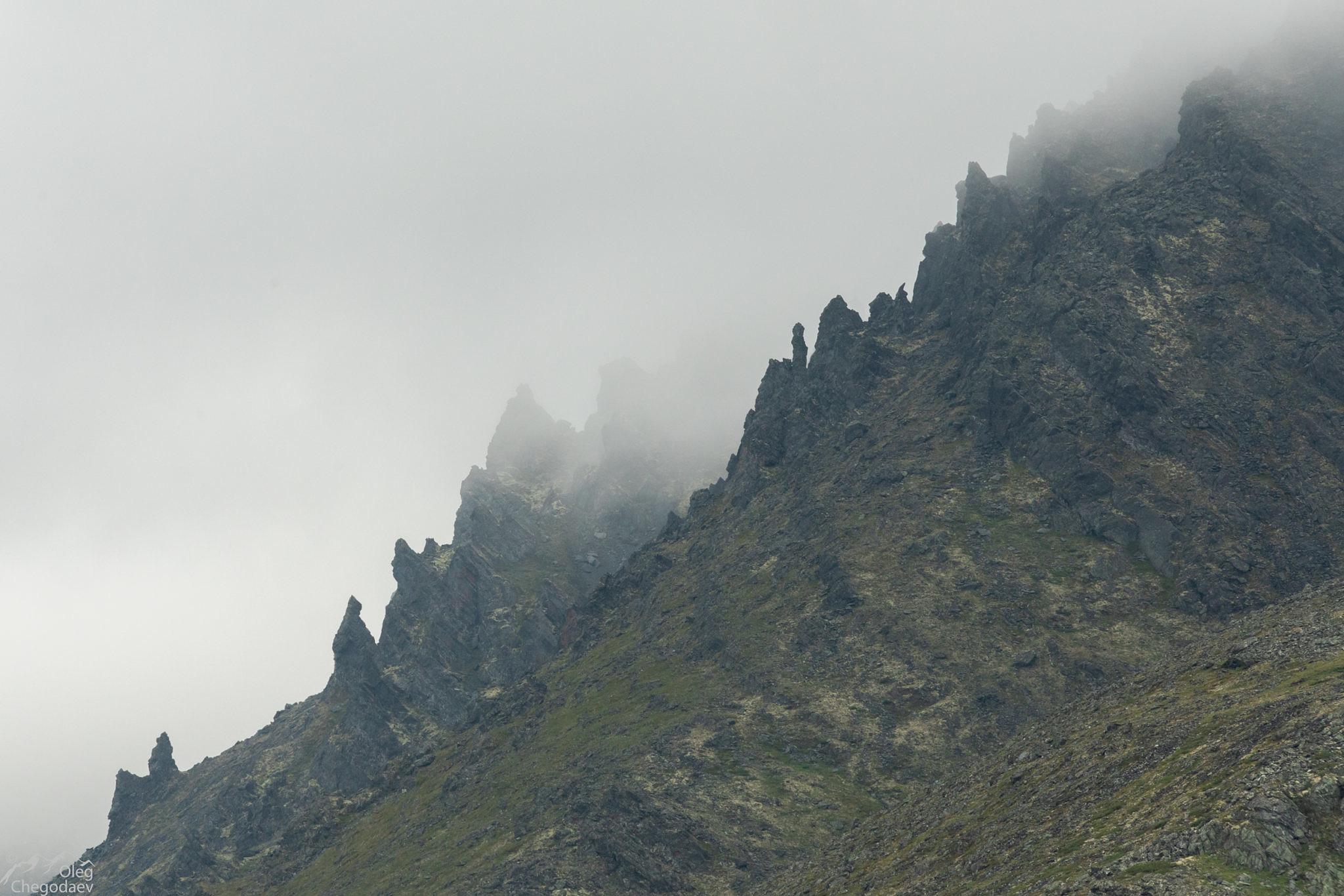 Скалы вдоль восточного берега Малого Щучьего озера