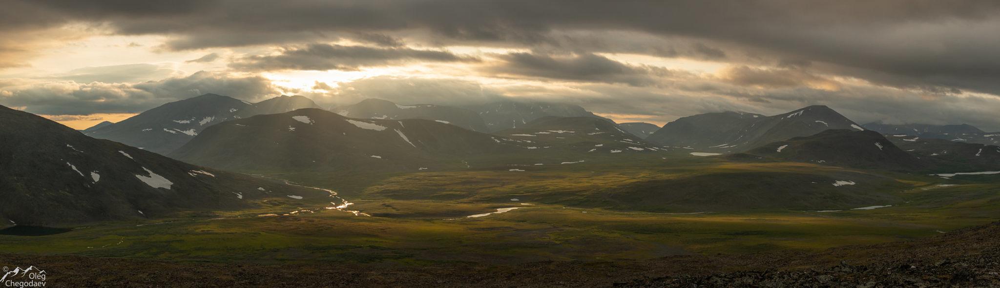 Закат с видом на хребет Оченырд