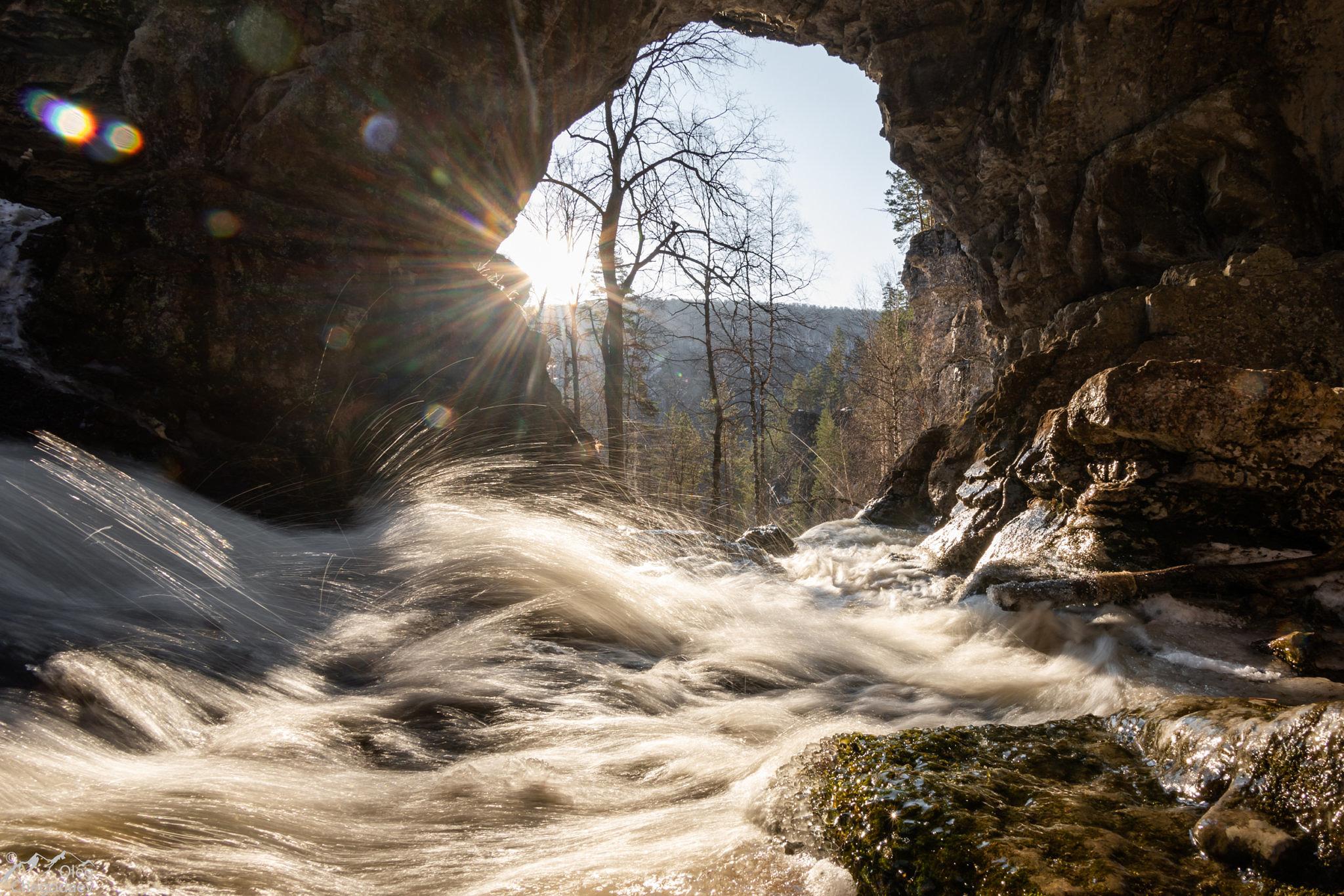 Весенние воды водопада Куперля