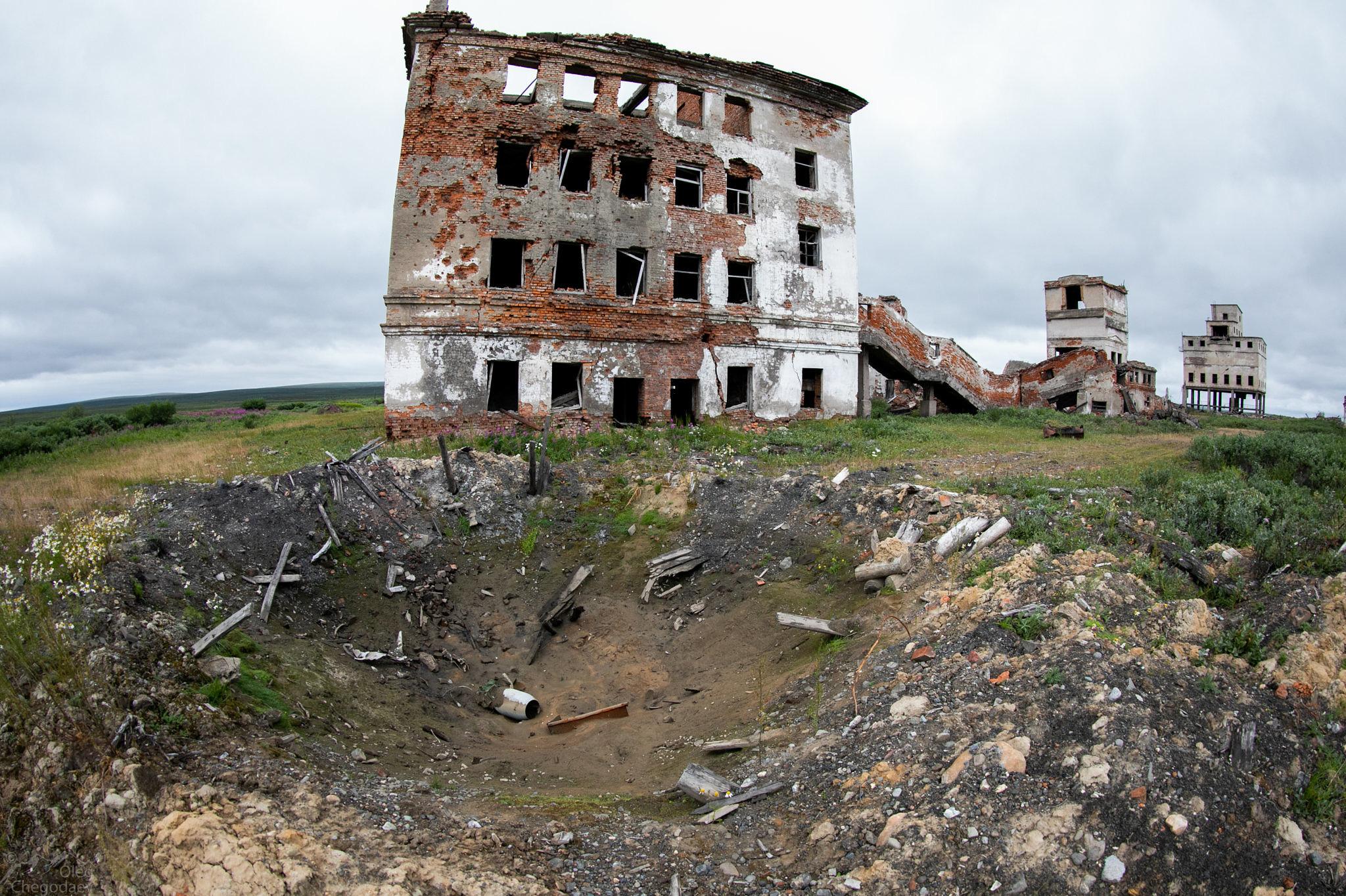 Воронка от взрыва на полигоне Пембой