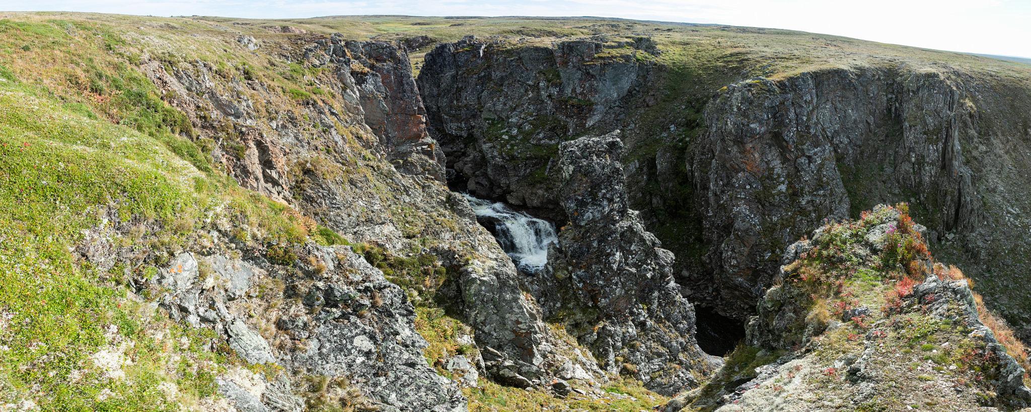 13-метровый водопад на реке Черная