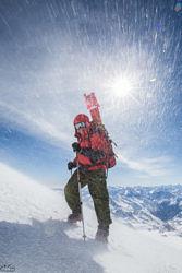 Николай Тотмянин маркирует дистанцию Эмоции победителя RedFox Elbruse Race 2016