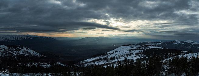Закат с вершины горы Уван. На фото хребет Нургуш, хребет Зигальга, хребет Нары, Хребет Бакты, Иремель